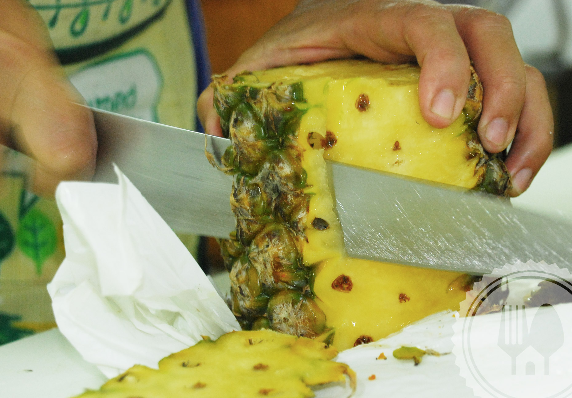 easy-way-to-peel-a-pineapple